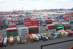 250px-Line3174_-_Shipping_Containers_at_the_terminal_at_Port_Elizabeth,_New_Jersey_-_NOAA